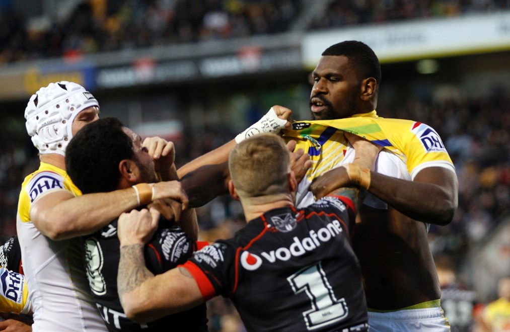 Tensions run high during the match:           NRL Rugby League, Round 16, NZ Warriors v Canberra Raiders at Mt Smart, Saturday 27th June 2015. Digital image by Shane Wenzlick, copyright nrlphotos.com