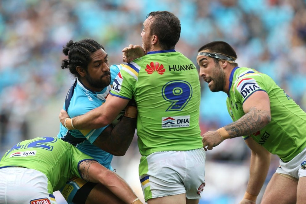 Eddy Pettybourne : Digital Image by Charles Knight copyright NRLphotos. NRL Rugby League, Gold Coast Titans v Canberra Raiders, Cbus Super Stadium, August 23rd, 2015.